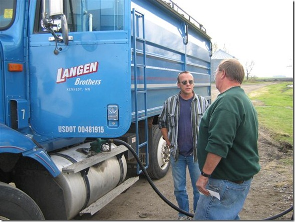 2005 Beet Harvest MN 007 mike